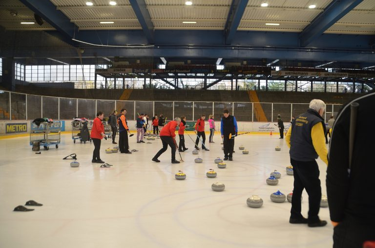 How to Get Involved in Curling in Düsseldorf