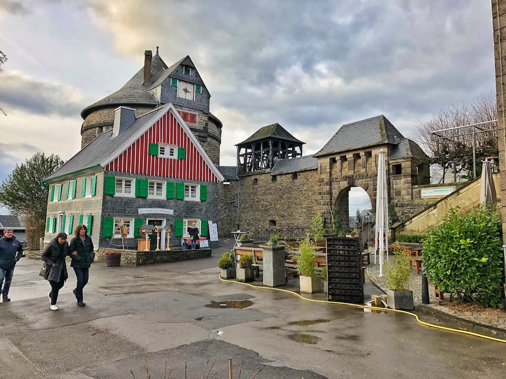 Day Trip: An Unusual Hike Through Solingen | From Burg Castle to the Müngstener Bridge
